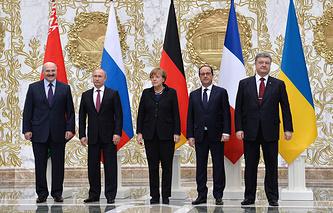 Слева направо: президент Белоруссии, хозяин саммита Александр Лукашенко, президент России Владимир Путин, канцлер Германии Ангела Меркель, президент Франции Франсуа Олланд, президент Украины Петр Порошенко