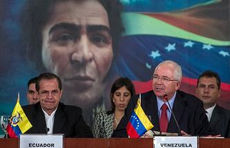 Главы МИД Венесуэлы и Эквадора Рафаэль Рамирес и Рикардо Патиньо