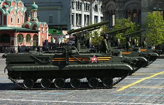 """Противотанковый ракетный комплекс """"Хризантема-С"""" во время военного парада на Красной площади"""
