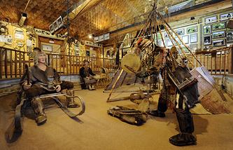 Экспозиция быта эвенов - одного из коренных народов севера Камчатки - в Быстринском музее