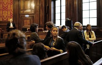 Дочь Мухтара Аблязова Мадина (в центре) на заседании апелляционного суда Лиона