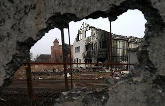 Разрушенные дома в поселке Веселое (Донецкая область)