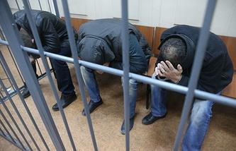 Тамерлан Эскерханов, Анзор Губашев и Хамзат Бахаев (слева направо) в Басманном суде