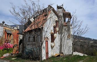 Бутафорский городок  на территории Ялтинской киностудии