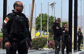 Египетские службы безопасности перед началом саммита ЛАГ