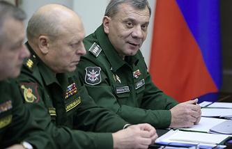Генерал-полковник Олег Салюков (второй справа)