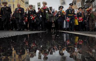 """Во время акции """"Бессмертный полк"""" в Санкт-Петербурге. 9 мая 2014 года"""
