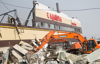 """Разбор завалов после пожара в торговом центре """"Адмирал"""", 12 марта 2015  года"""