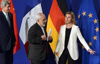 Госсекретарь США Джон Керри, глава МИД Ирана Джавад Зариф и глава дипломатии ЕС Федерика Могерини