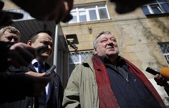 Борис Мездрич (справа)