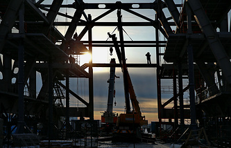 Монтаж мобильной башни обслуживания на стартовом комплексе космодрома Восточный