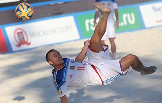 Игрок сборной России по пляжному футболу Егор Еремеев