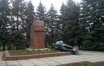 Памятник Ленину на территории Харьковского авиационного института
