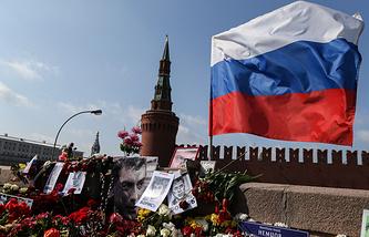 На месте  убийства Бориса Немцова