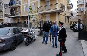 Полиция и журналисты около дома итальянца Джованни Ло Порто, погибшего в ходе контртеррористической операции в Афганистане