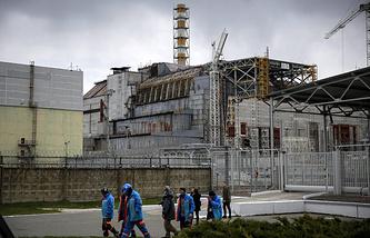 Строительство защитного купола на Чернобыльской АЭС