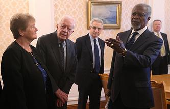 Бывшая премьер-министр Норвегии Гро Харлем Брундтланд, бывший президент США Джимми Картер, бывший президент Мексики Эрнесто Седильо и бывший Генеральный секретарь ООН Кофи Аннан