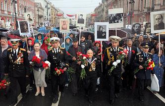 """Во время акции """"Бессмертный полк"""" в Санкт-Петербурге, 9  мая 2014 года"""