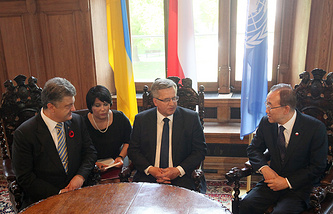 Президент Украины Петр Порошенко, президент Польши Бронислав Коморовский и генеральный секретарь ООН Пан Ги Мун
