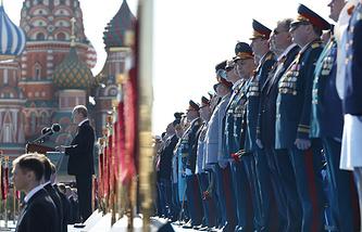 Владимир Путин во время выступления на Параде Победы