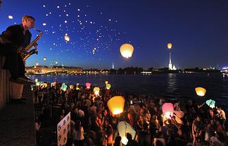 Запуск небесных фонариков в Санкт-Петербурге