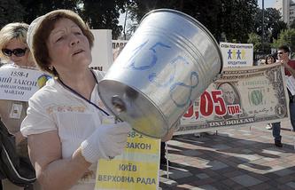 Митингующие у здания Верховной рады в Киеве