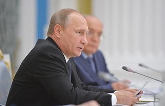 Владимир Путин на заседании попечительского совета МГУ в Кремле