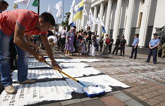 Акция с требованием принятия закона о люстрации в Киеве
