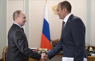 Президент России Владимир Путин и врио главы Чувашии Михаил Игнатьев (слева направо)
