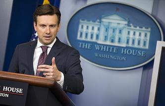 Пресс-секретарь Белого дома Джошуа Эрнест