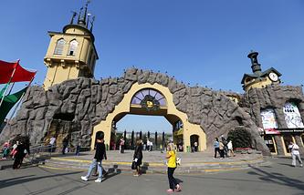 Центральный вход Московского зоопарка
