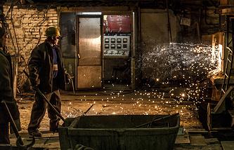 В литейном цехе Омского завода транспортного машиностроения