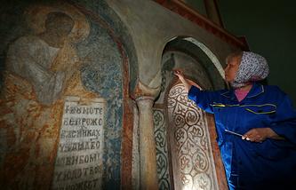 Реставрация фресок  и росписей Андрея Рублева в Успенском соборе Владимира