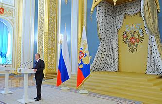 Президент РФ Владимир Путин во время выступления на приеме в Кремле в честь выпускников военных вузов