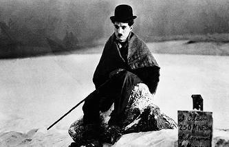 """Чарли Чаплин в фильме """"Золотая лихорадка"""". 1925 год"""