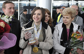 Мария Музычук (в центре)
