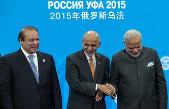 Премьер-министр Пакистана Наваз Шариф, президент Афганистана Ашраф Гани Ахмадзай, премьер-министр Индии Нарендра Моди (слева направо)