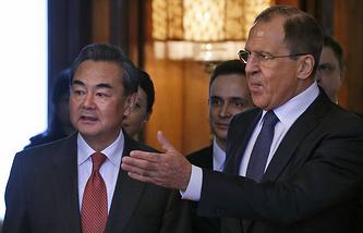 Главы МИД Китая и РФ Ван И и Сергей Лавров