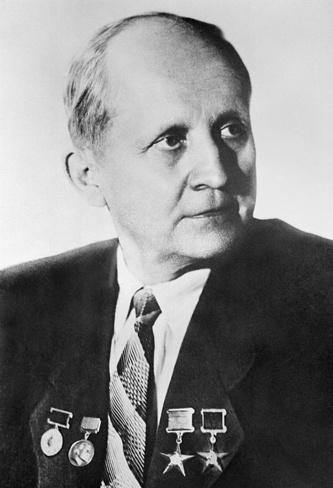 Доктор технических наук, дважды Герой Социалистического Труда Павел Сухой