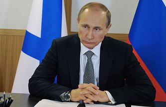 Президент России Владимир Путин во время совещания о внесении изменений в морскую доктрину РФ