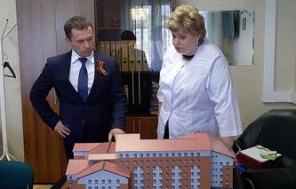 Мэр Иркутска Дмитрий Бердников и главный врач  ГКБ №8, депутат Думы Иркутска Жанна Есева