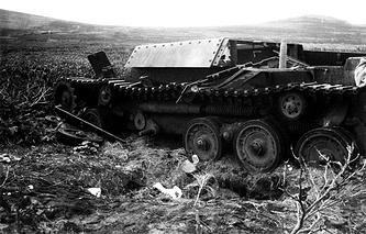 Разбитая японская военная техника на острове Шумшу.