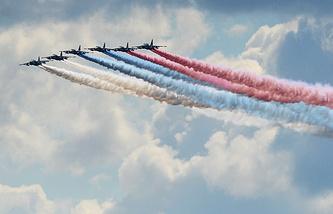 """Самолеты Су-25 во время конкурса летного мастерства """"Авиадартс"""""""