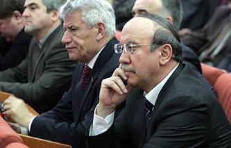 Имам Яралиев (справа)