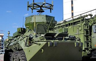 """Комплекс разведки и радиоэлектронного подавления """"Инфауна"""" на шасси бронетранспортера БТР-80"""