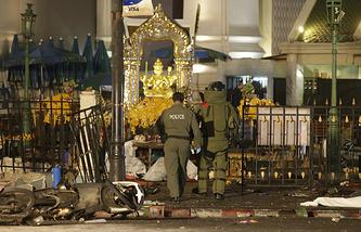 Полицейские и саперы на месте взрыва в Бангкоке