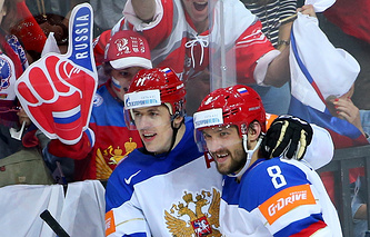 Игроки сборной России Евгений Малкин и Александр Овечкин
