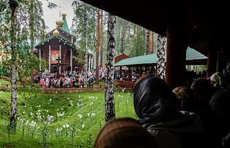 Вид на Мужской монастырь святых Царственных страстотерпцев на Ганиной Яме