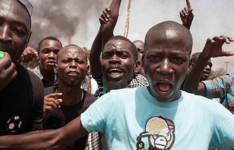 Протестующие на улицах столицы Буркина-Фасо Уагадугу