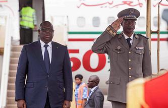 Президент Сенегала Маки Саль и руководитель Национального совета демократии (НСД) Буркина-Фасо бригадный генерал Жильбер Дьендре